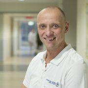 Dr. med. Dirk Mertens, Leitender Oberarzt am St. Bernhard-Hospital Kamp-Lintfort GmbH, Link zum St. Bernhard-Hospital